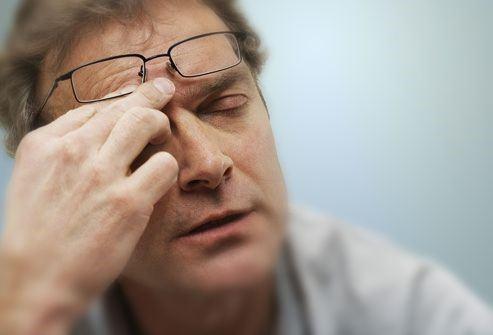 ما هي اسباب صداع مع غثيان والم في العين