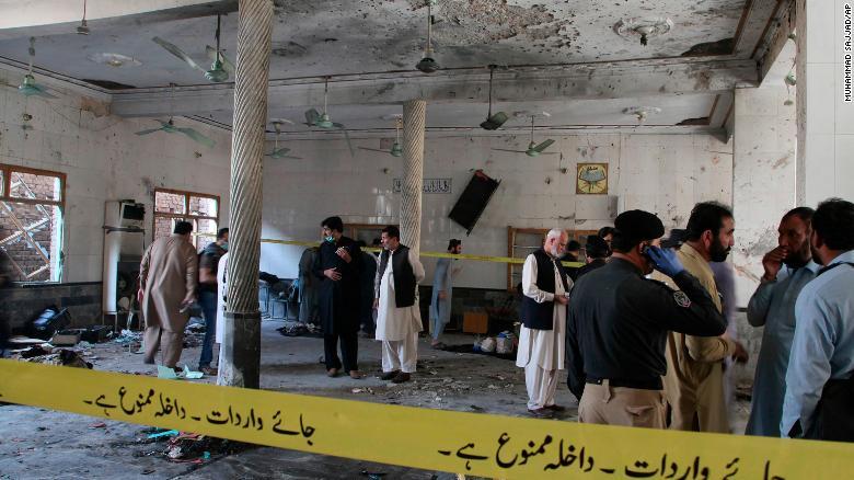 صور مؤلمة.. صحيفة بريطانية تكشف تفاصيل انفجار مدرسة في باكستان