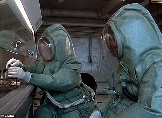 عالم يحقن نفسه بفيروس كوفيد-19 مرتين والنتيجة صادمة