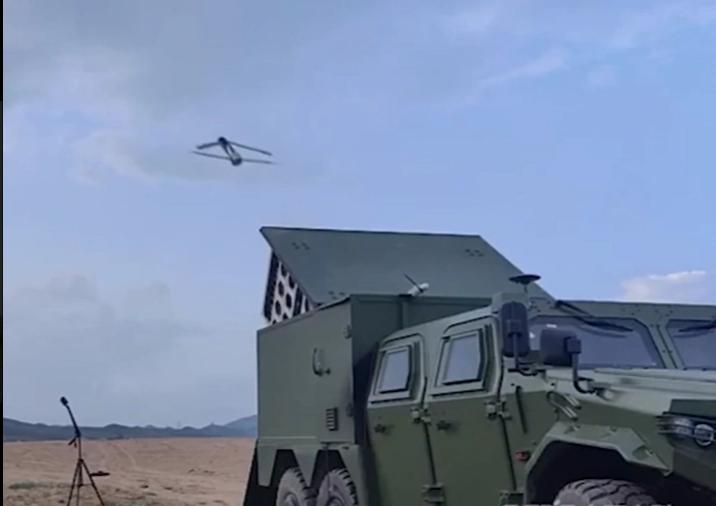 فيديو.. الصين تكشف عن سلاح مرعب يطلق سربًا من الطائرات الانتحارية