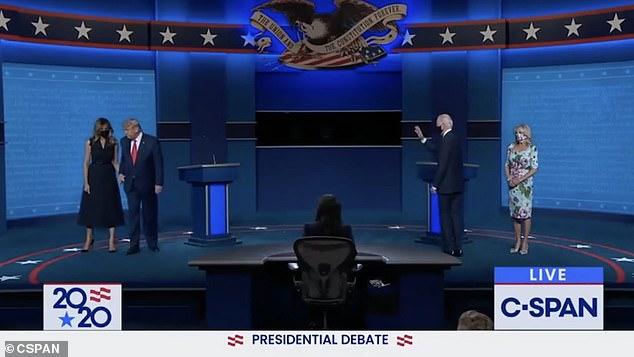 فيديو.. شاهد كيف أحرجت ميلانيا ترامب الرئيس الأمريكي في 41 ثانية 1