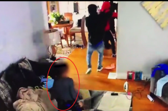 فيديو.. طفل في الخامسة يتصدى لمجموعة لصوص مسلحين دفاعًا عن أمه