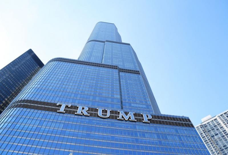 فيديو.. محاولة انتحار من فوق برج ترامب