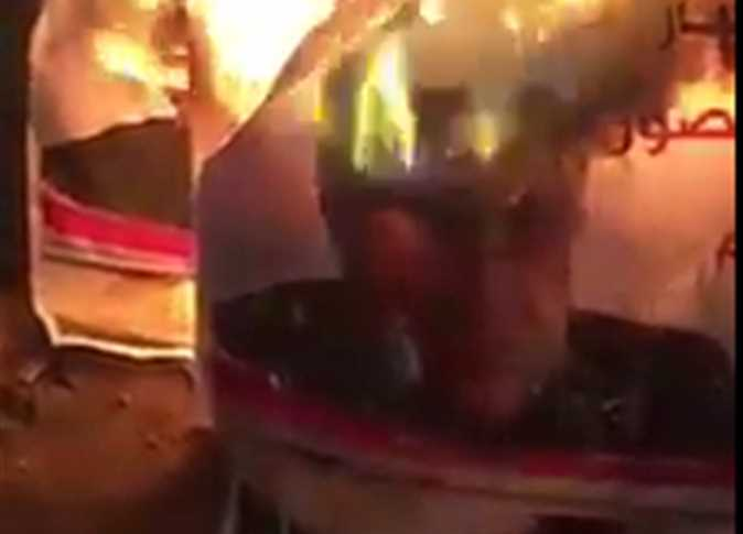 فيديو.. مجهولون يحرقون لافتات الدعاية الانتخابية لمرتضى منصور
