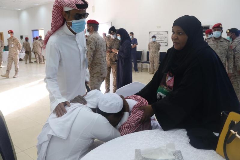 مشاعر ولحظات استقبال أهالي وأقرباء الأسرى لدى وصولهم قاعدة الملك سلمان الجوية بـ الرياض2