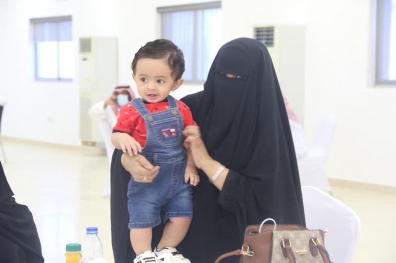 مشاعر ولحظات استقبال أهالي وأقرباء الأسرى لدى وصولهم قاعدة الملك سلمان الجوية بـ الرياض77