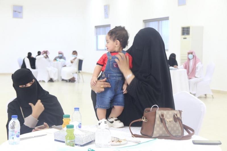 مشاعر ولحظات استقبال أهالي وأقرباء الأسرى لدى وصولهم قاعدة الملك سلمان الجوية بـ الرياض8