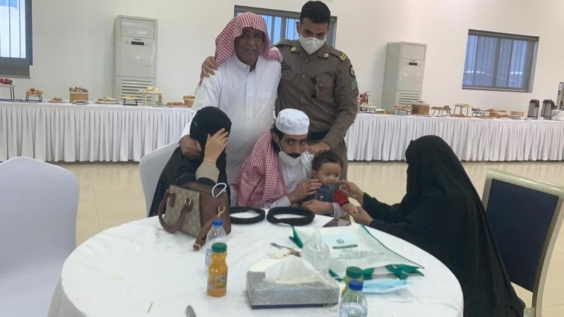 مشاعر ولحظات استقبال أهالي وأقرباء الأسرى لدى وصولهم قاعدة الملك سلمان الجوية بـ الرياض9