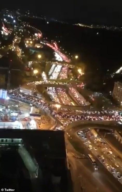 مشهد صادم.. آلاف الفرنسيين يهربون من باريس لهذا السبب 1