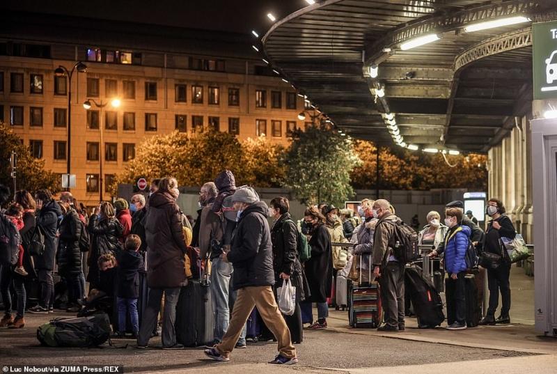 مشهد صادم.. آلاف الفرنسيين يهربون من باريس لهذا السبب (6)