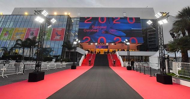 صورة مهرجان كان يستبدل السجادة الحمراء بأخرى سوداء لأول مرة في تاريخه