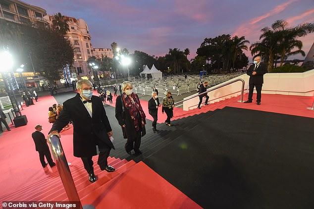 مهرجان كان يستبدل السجادة الحمراء بأخرى سوداء لأول مرة في تاريخه