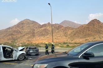 تصادم مروع وإصابات واحتراق مركبة بالكامل بعقبة ضلع - المواطن