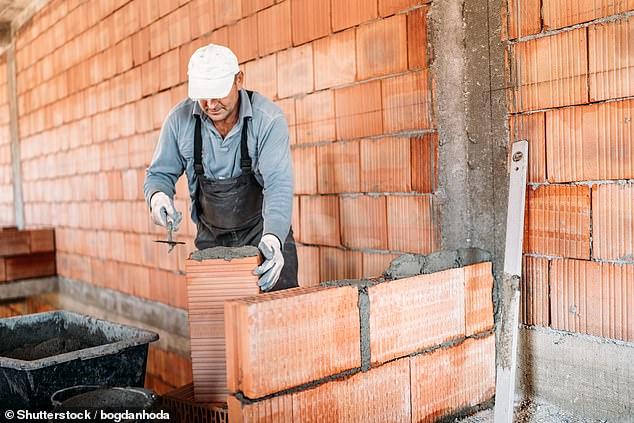 عمال البناء والمصانع الأكثر عرضة للخرف
