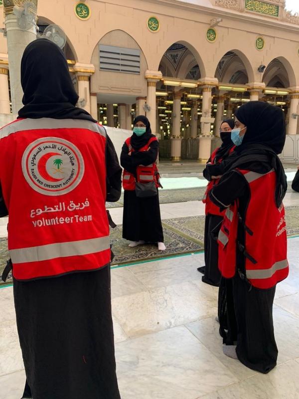 200 متطوع ومتطوعة بالهلال الأحمر ضمن خطة التشغيل لزيارة الروضة الشريفة - المواطن