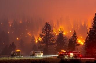 حرائق الغابات تجلي 60 ألف شخص في كاليفورنيا - المواطن