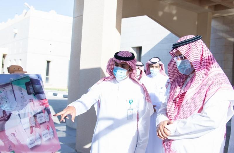 محافظ حفر الباطن يتقدم المتبرعين في أول حملة للعربة المتنقلة للتبرع بالدم - المواطن