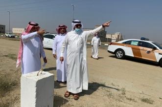 محافظ بارق يوجه بإزالة الإحداثات من الأراضي الحكومية - المواطن
