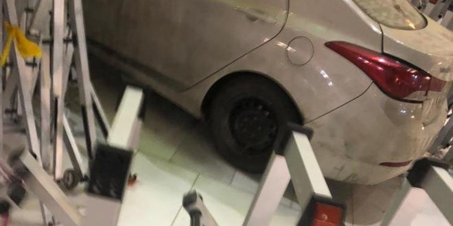 صورة بيان عاجل من إمارة مكة حول حادثة ارتطام سيارة في أحد أبواب المسجد الحرام