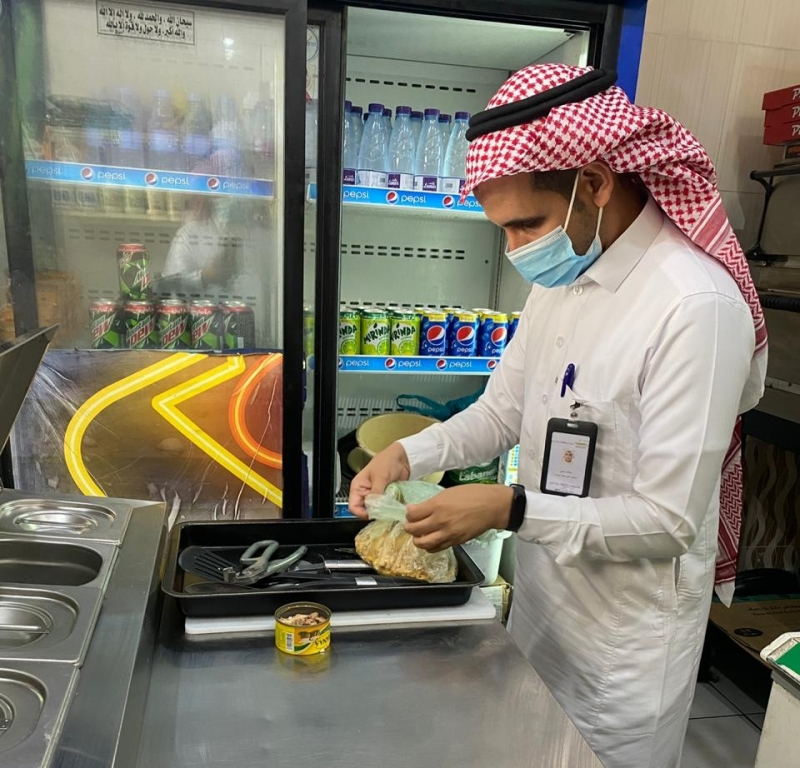 إغلاق 6 محلات ومطاعم مخالفة في رجال ألمع - المواطن