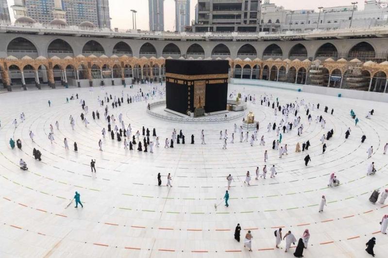 531 موظفًا يفوجون المعتمرين يوميًا في المسجد الحرام