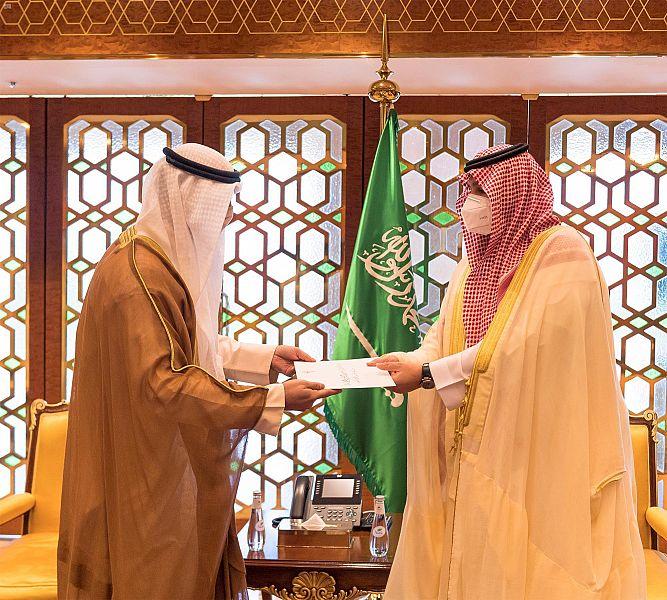 رسالتان لـ الملك سلمان من أمير الكويت وولي العهد