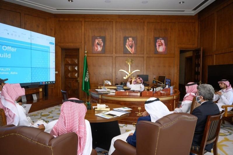 تركي بن طلال يعتمد تصاميم مشروع طريق الأمير سلطان في أبها