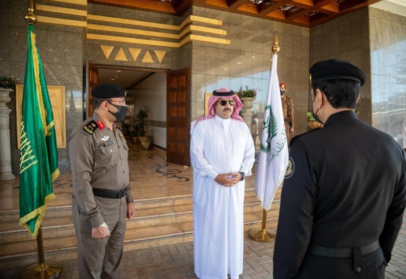 الأمير تركي بن طلال يكرم عددًا من منسوبي شرطة عسير