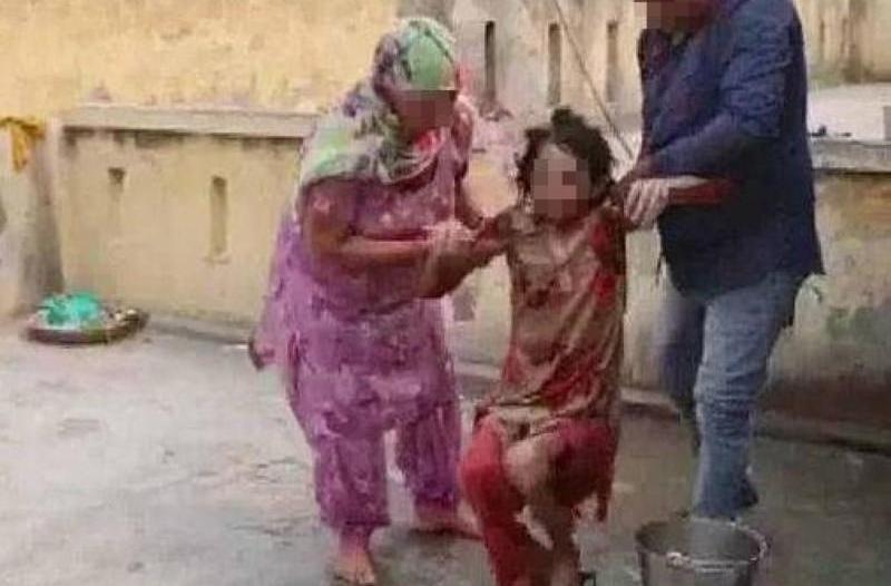 احتجز زوجته في المرحاض 18 شهرًا وحرمها من المياه والطعام!