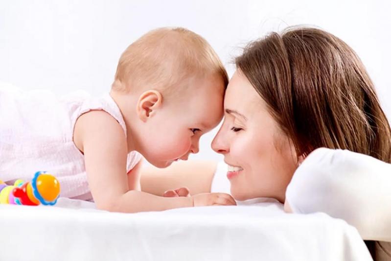 تحذير من التوقف عن فطام الرضيع بشكل مفاجئ