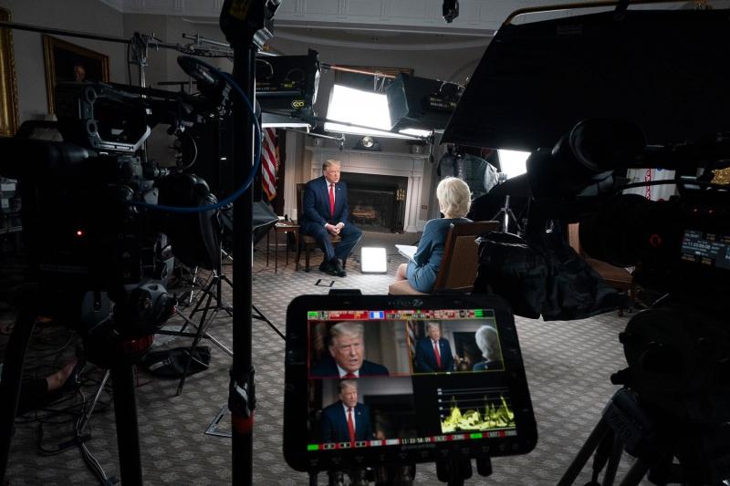 فيديو.. ترامب ينسحب من لقاء تلفزيوني بعد جدال مع المذيعة