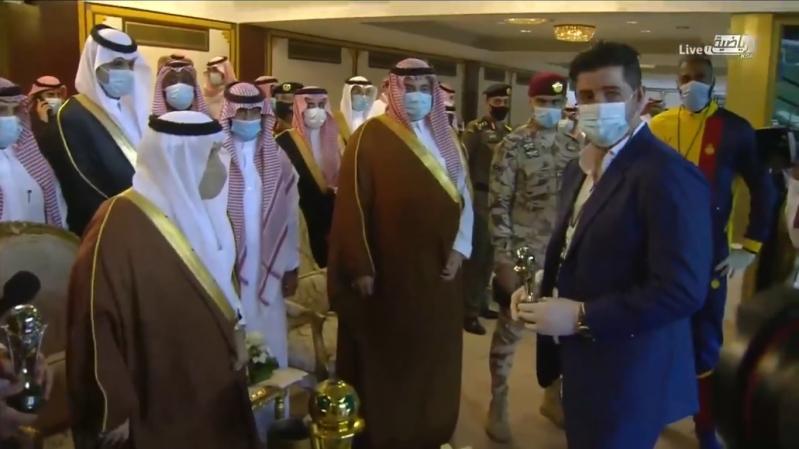 أمير الرياض يكرم فيتوريا وقائد النصر