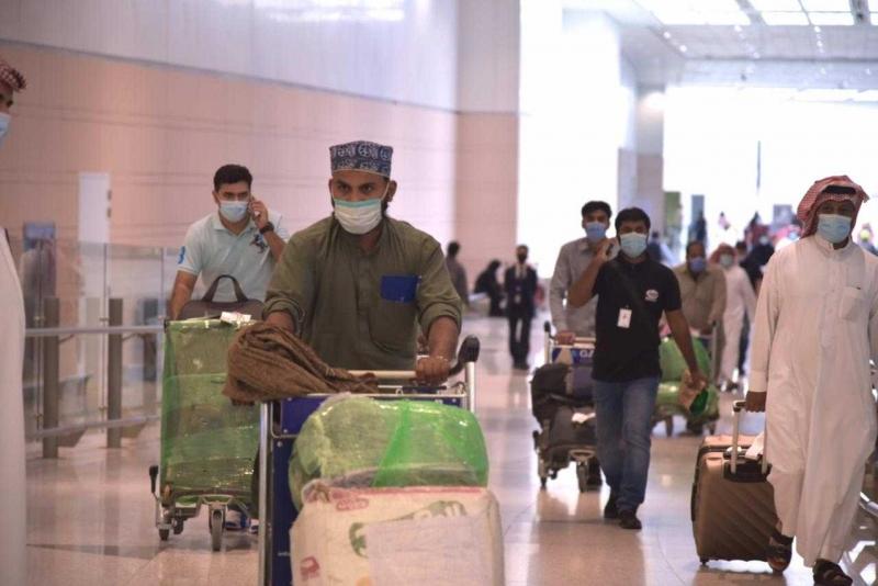 الرئاسة تستقبل المعتمرين القادمين من الخارج بمطار الملك عبدالعزيز بجدة 1