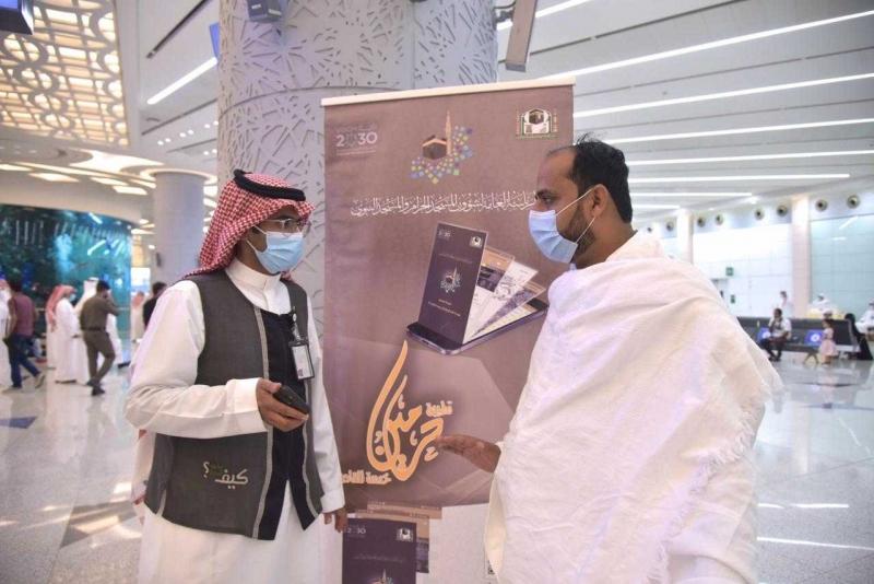 الرئاسة تستقبل المعتمرين القادمين من الخارج بمطار الملك عبدالعزيز بجدة 3