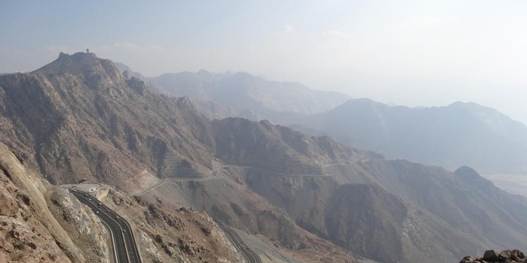 10 ملايين ريال لفتح الطرق الجبلية في مكة