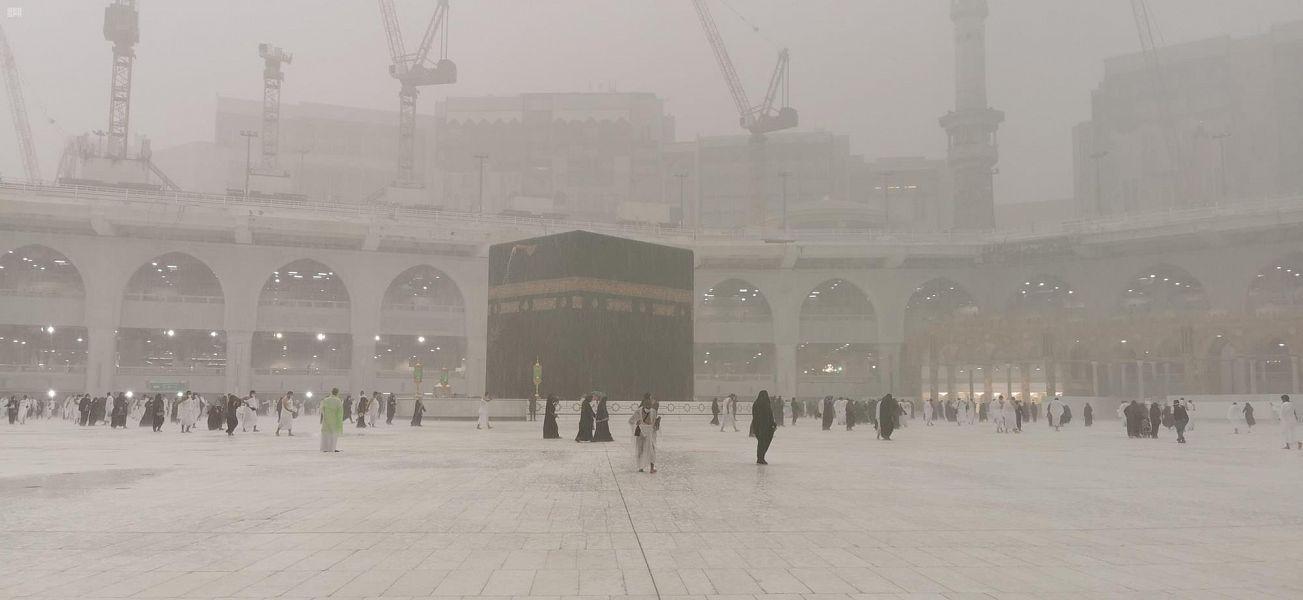 فيديو وصور.. أمطار الخير تغسل الحرم المكي - المواطن