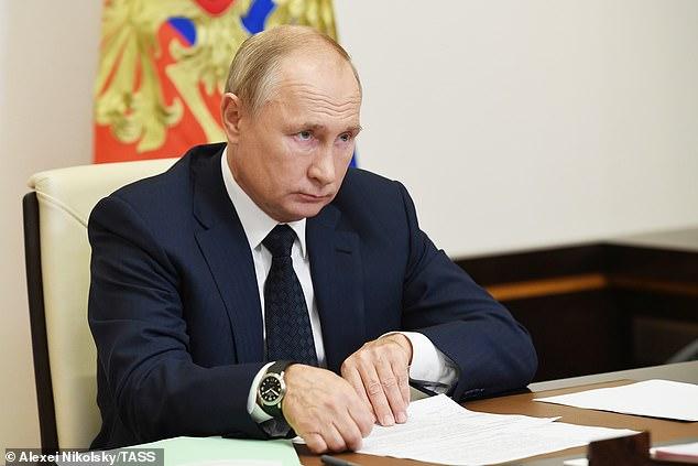 فيديو.. بوتين يضع المصحف على مكتبه ويقتبس آيات من القرآن