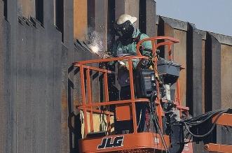جو بايدن يوقف بناء جدار ترامب على حدود المكسيك