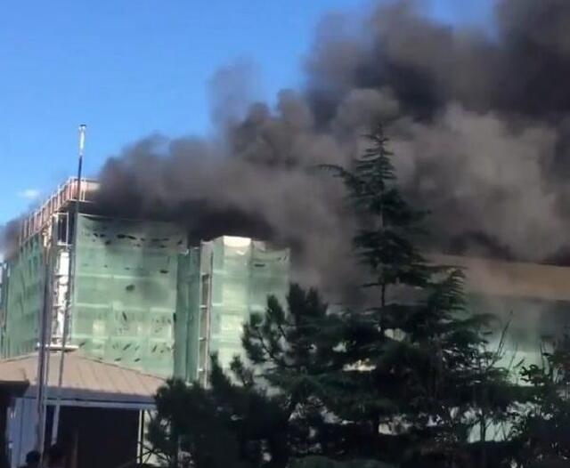 اندلاع حريق هائل في جامعة إسطنبول بتركيا