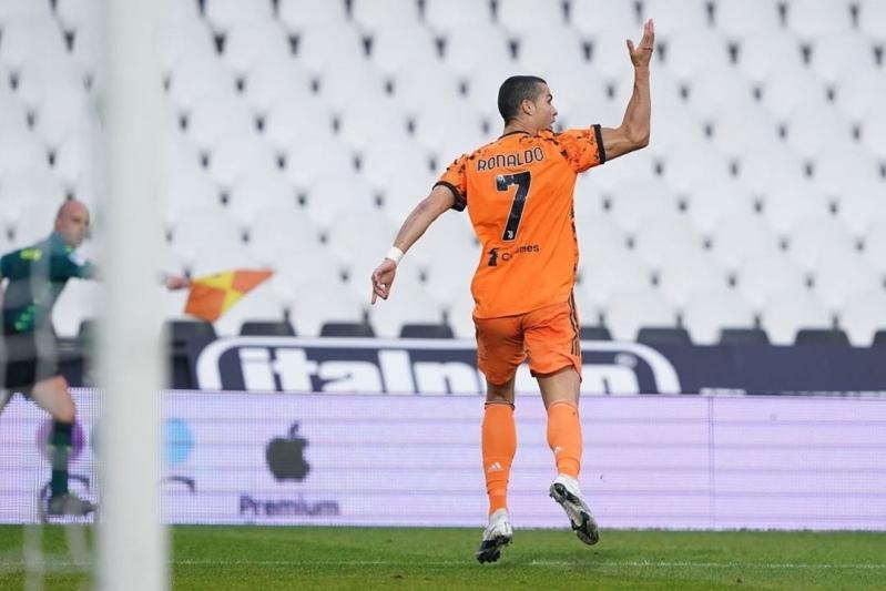 ليوناردو يُلمح لإمكانية انتقال رونالدو إلى سان جيرمان