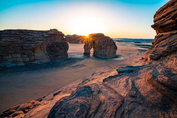 صور مدهشة.. AW2 تصمم منتجع خيم بدوي في صحراء العلا