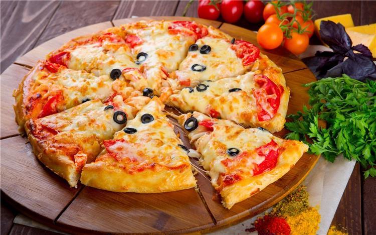 طريقة عمل بيتزا جبن القشقوان