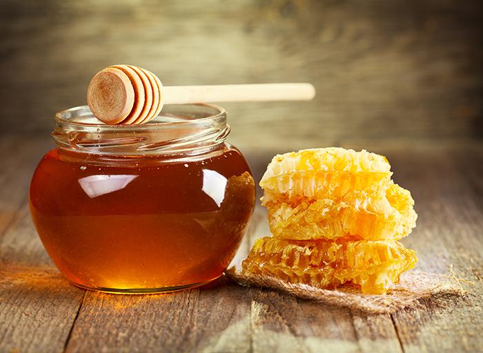 ما هي فوائد العسل على الريق