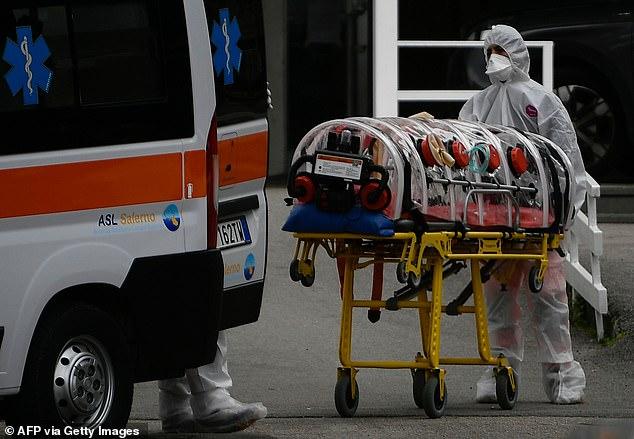 فيديو مفجع.. وفاة مريض كوفيد-19 في مرحاض مستشفى والطاقم يرفض لمسه