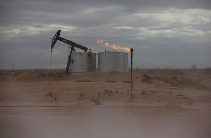 النفط يهبط أكثر من 1%