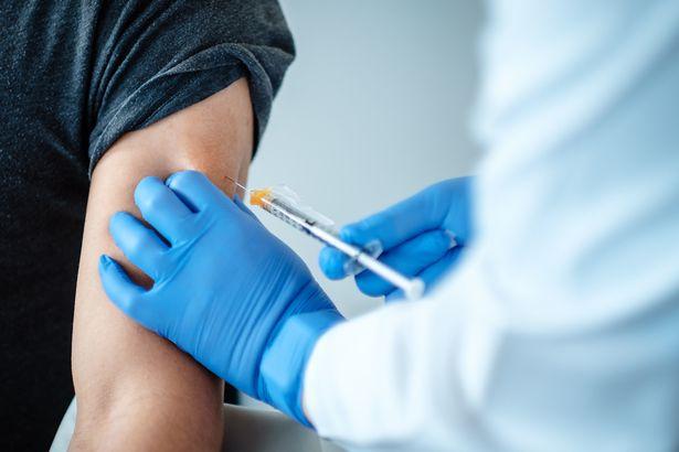 مطالب بالتحقيق في علاقة اللقاح الصيني بانتحار متطوع