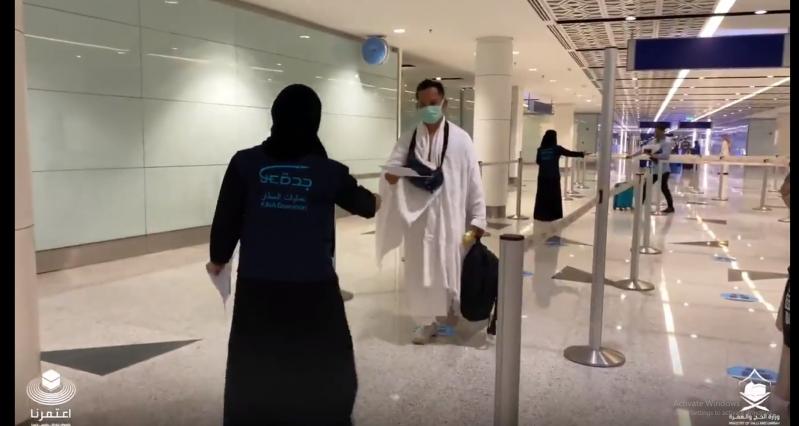 فيديو.. مشاعر المعتمرين الإندونيسيين لدى وصولهم إلى جدة