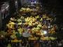 الآلاف يسخرون من ملك تايلاند والشرطة بالبط المطاطي