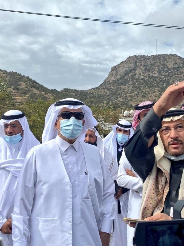 وزير البيئة يتفقد تأهيل المدرجات بعد حريق جبل غلامة بتنومة