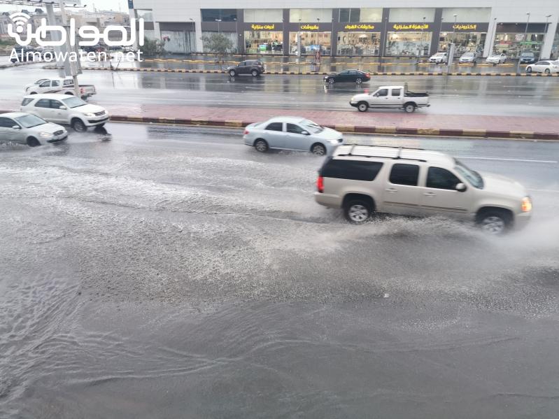 شوارع عسير تفيض بالمياه والمدني يستنفر
